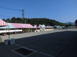 第五陣越前おおのとんちゃん祭のスタッフをしました。 立ち並んだ準備完了の店舗や飲食コーナー/どこまでもアマチュア