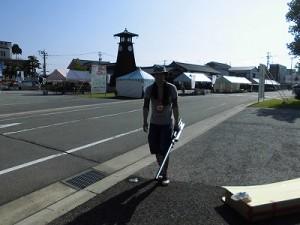 第五陣越前おおのとんちゃん祭のスタッフをしました。 ダルそうに歩くPAスタッフのH氏/どこまでもアマチュア