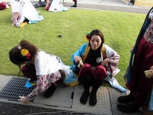 第五陣越前おおのとんちゃん祭のスタッフをしました。 待機している酔舞心のメンバー/どこまでもアマチュア