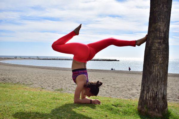 yoga en la playa malaga mtraining