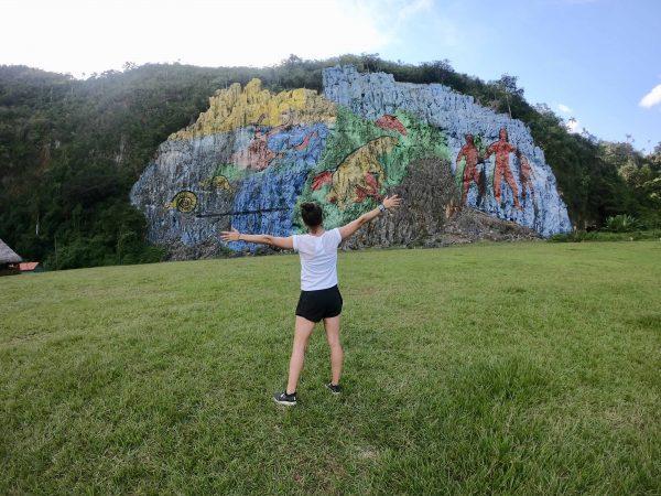 mural del la prehistoria Ruta en Bicicleta por Viñales cuba