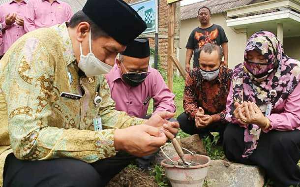 Peletakan Batu Pertama Pembangunan Asrama Siswa MTsN 3 Malang