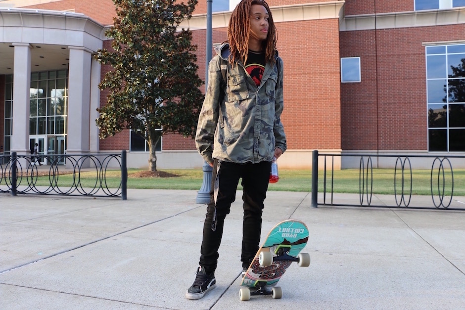 La'teric Anderson shows off his skater style on MTSU's campus in Murfreesboro, Tenn. on Tuesday, October 4, 2016. (MTSU Sidelines/ Aliyah Lyons)
