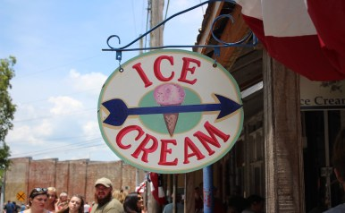A local ice cream parlor helps guests of the RC-Moon Pie Festival beat the heat with a cool treat. (Tayhlor Stephenson / Sidelines)