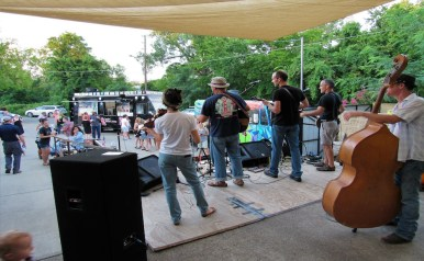 Live folk bands perform at the Mayday Brewery Folk 'N Art Festival in Murfreesboro, Tenn. on July 15, 2017. (Steve Barnum / MTSU Sidelines)