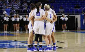 Alex Johnson rallies the team together against Trevecca in the Murphy Center on Nov. 2, 2017 in Murfreesboro, Tenn. (Devin P. Grimes / MTSU Sidelines)