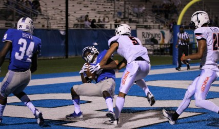 Ty Lee hauls in a touchdown reception between defenders on Nov. 4, 2017 in Murfreesboro, Tenn. (Devin P. Grimes / MTSU Sidelines)