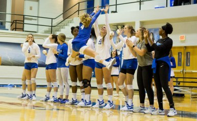 Sophomore Brienna Tankesley gets her teammates hyped up to play against Florida International on Thursday, Nov. 9 in Murfreesboro, Tenn. (Andrew Brown / MTSU Sidelines)