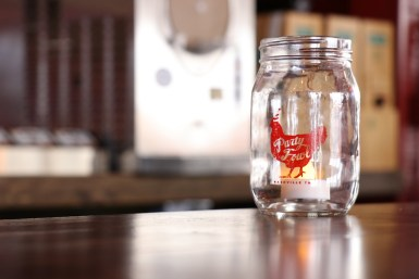 Drinks are served in mason jars at Party Fowl in Murfreesboro, Tenn. starting Dec. 26, 2017. (Victoria Leuang / MTSU Sidelines)