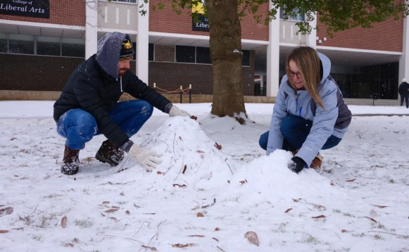 MTSU students Joshua Stevens and Megan Brooks begin the long and difficult process of constructing a snowman on Jan. 16, 2018 (Devin P. Grimes / MTSU Sidelines).