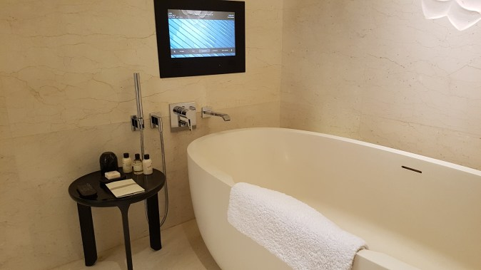 park hyatt bangkok suite bathtub