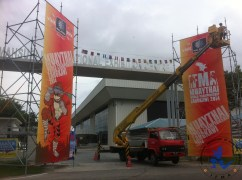 Removing tarpaulin banners to be inherited by construction companies to cover their sand, cement and equipment