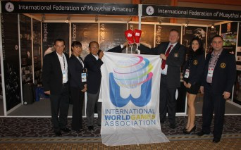 2014 - IWGA presents flag to IFMA