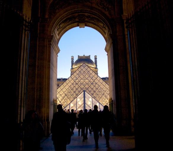 L'heure bleue at le Louvre; Steve Sampson