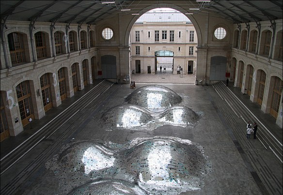 A 2011 piece by Élise Morin et Clémence Eliard used CDs to fill 104; Centre CentQuatre