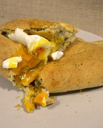 calzone de huevo y verduras