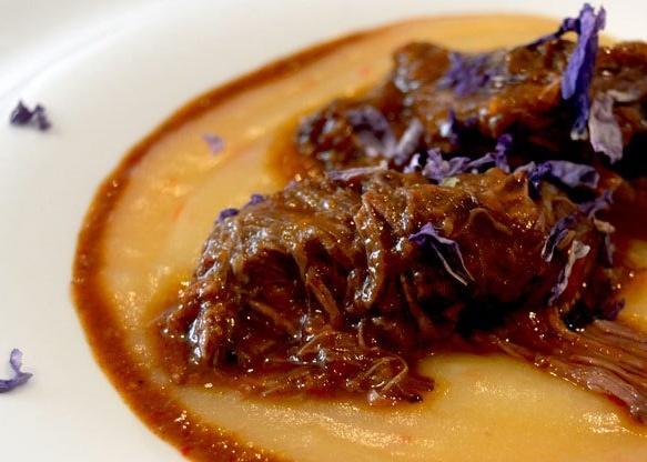 Carrilleras de ternera con puré de patata al chile