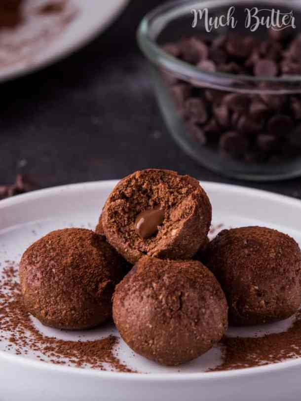 Vanilla Chocolate Wafer Sandwich Balls