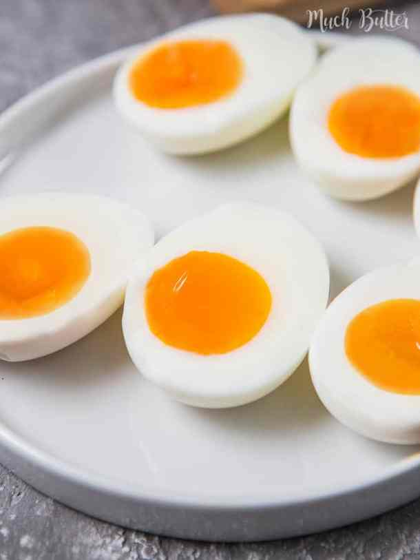 How to cook soft boiled eggs that have creamy and runny egg yolk. Add this to your meal such as ramen or instant noodles to make your food to another level.