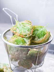 Crispy spinach chips are easy and simple snacks. Kids will absolutely like this crispy spinach chips. Savory, crunchy, and less guilty when we ate it.
