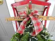 Close up of the holly and box wood. Oh and the pretty bow.