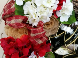 Close up ~ here you can see the burlap roses ~