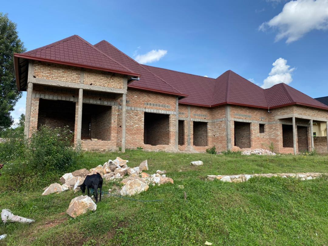 Amazu abiri afatanye (Two in One) agurishwa kuri 34,000,000Frw i Muhanga mu Mujyi  ari mu kibanza kinini