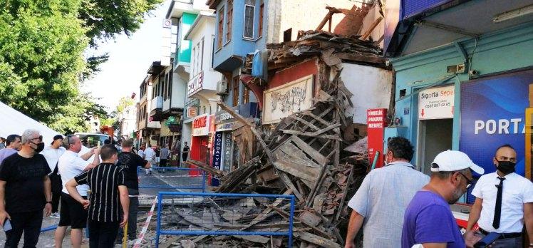 Mudanya'da metruk bina kendiliğinden yıkıldı!