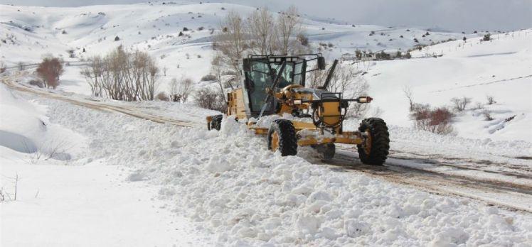 Sivas'ta karla mücadele ekipleri 7/24 sahada