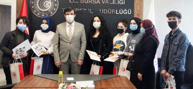 Bursalı öğrenciler, Tüketici Hakları'nı resmedip, karikatürize etti