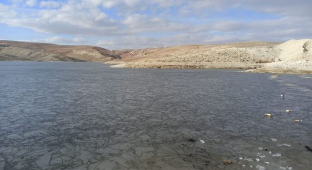 Sivas Gürün'de göletler buz tuttu