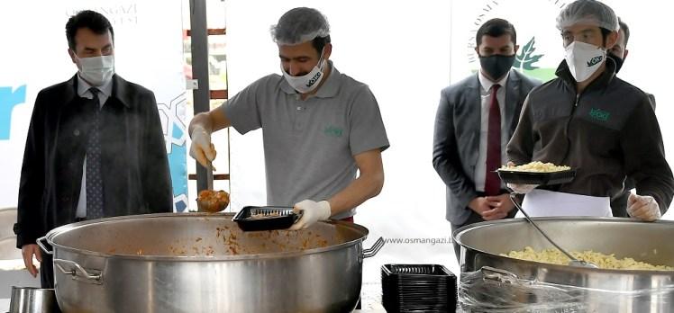 Osmangazi'den vatandaşa iftarlık sıcak yemek