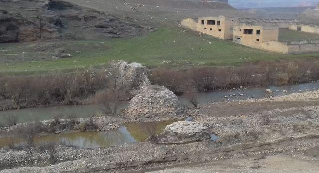 Siirt'teki kuraklık eski köprünün kalıntılarını gün yüzüne çıktı