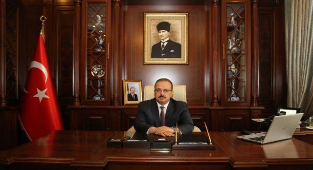 Bursa Valisi Canbolat'tan çifte mesaj