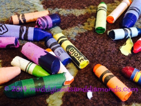 Melt Crayons in Sun via muddybootsanddiamonds.com