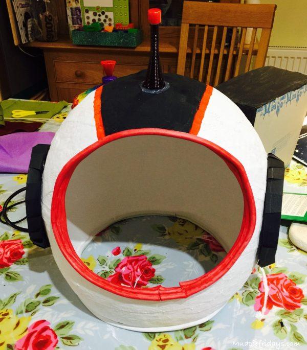 DIY Space Helmet - mudpiefridays.com