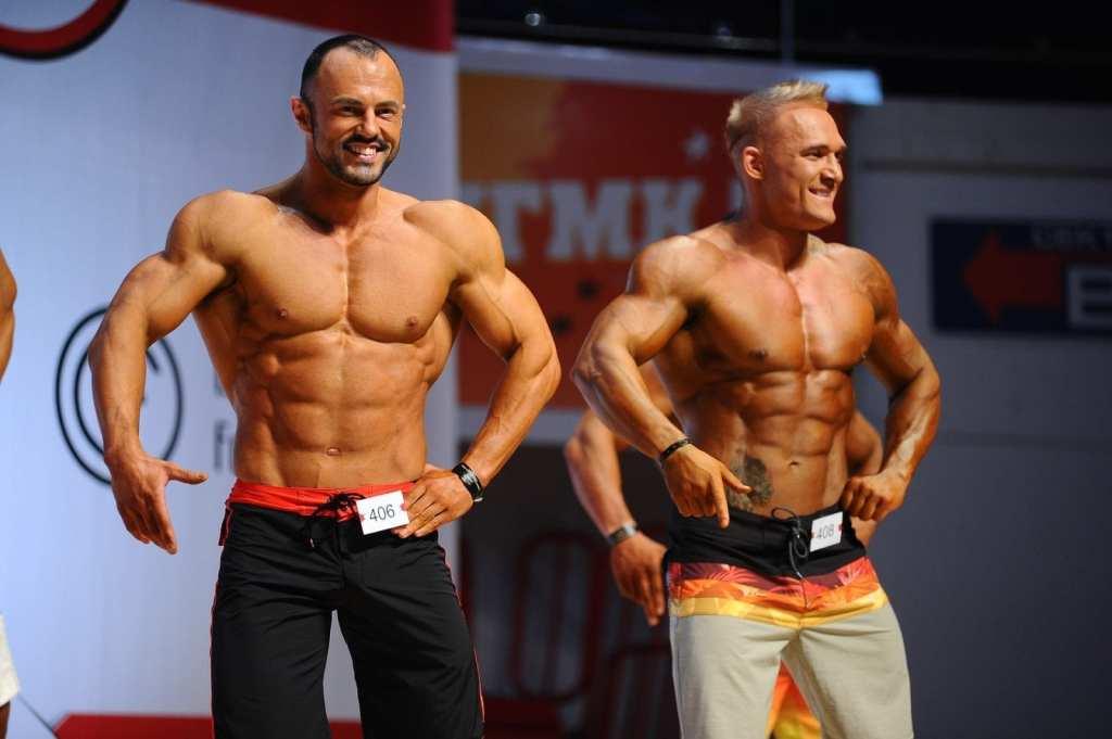 Человек с большими мускулами