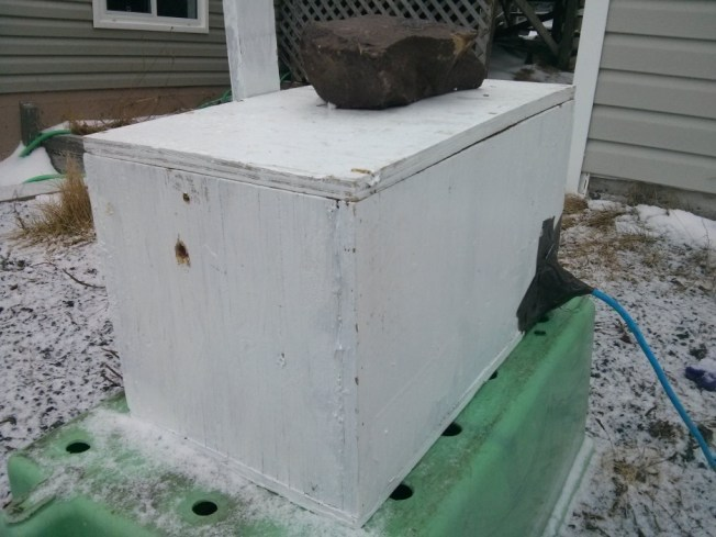 A nuc box (i.e., a converted swarm trap) heated with a 25-watt light bulb. (March 16, 2016.)