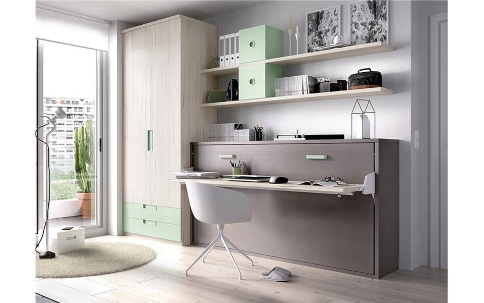 Habitación juvenil con cama abatible cerrada y escritorio