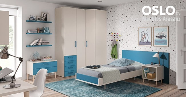 Habitación juvenil con cama sencilla individual en blanco y azul