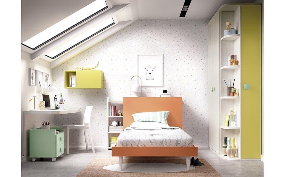 Habitación juvenil con cama sencilla individual en naranja