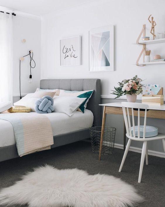 Utiliza muebles de color blanco, verdes o el azul, pero siempre en tonos claros. La iluminación debe ser uniforme.