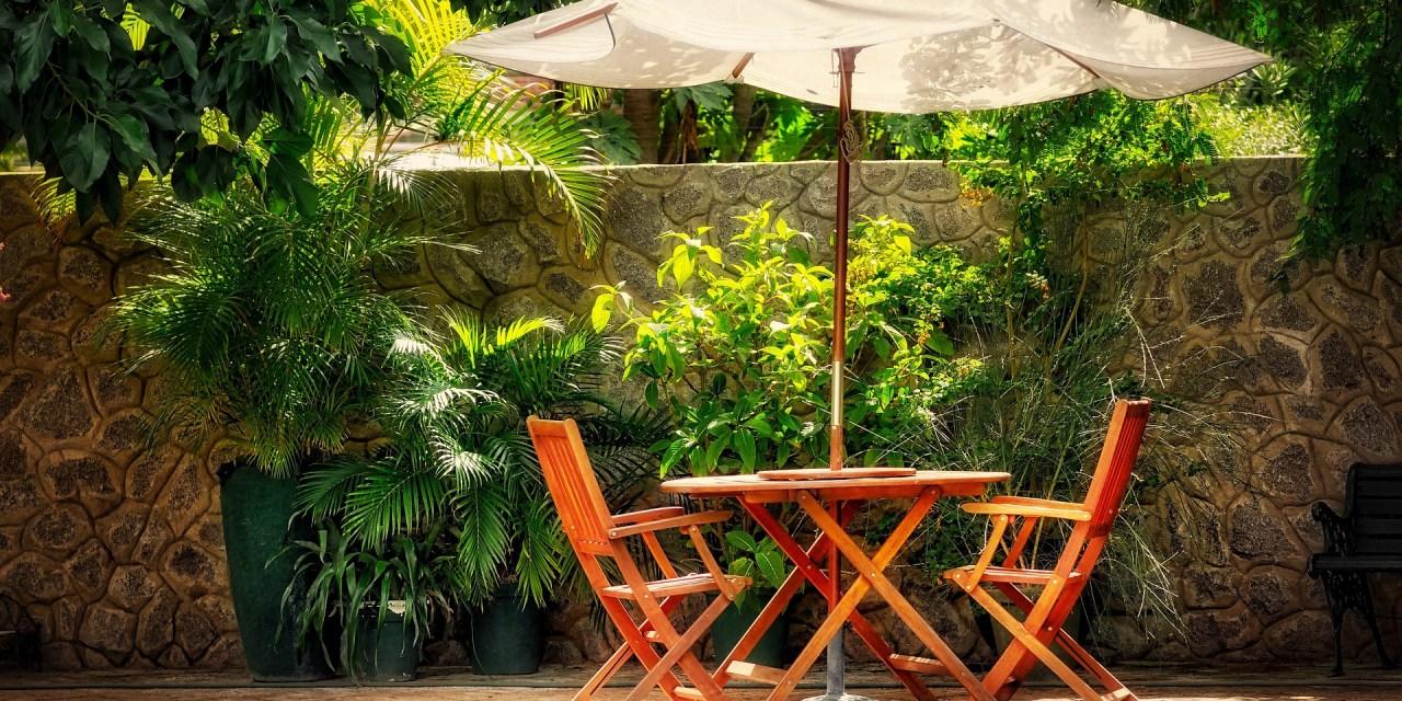 Mobiliario que no puede faltar en tu jardín en verano