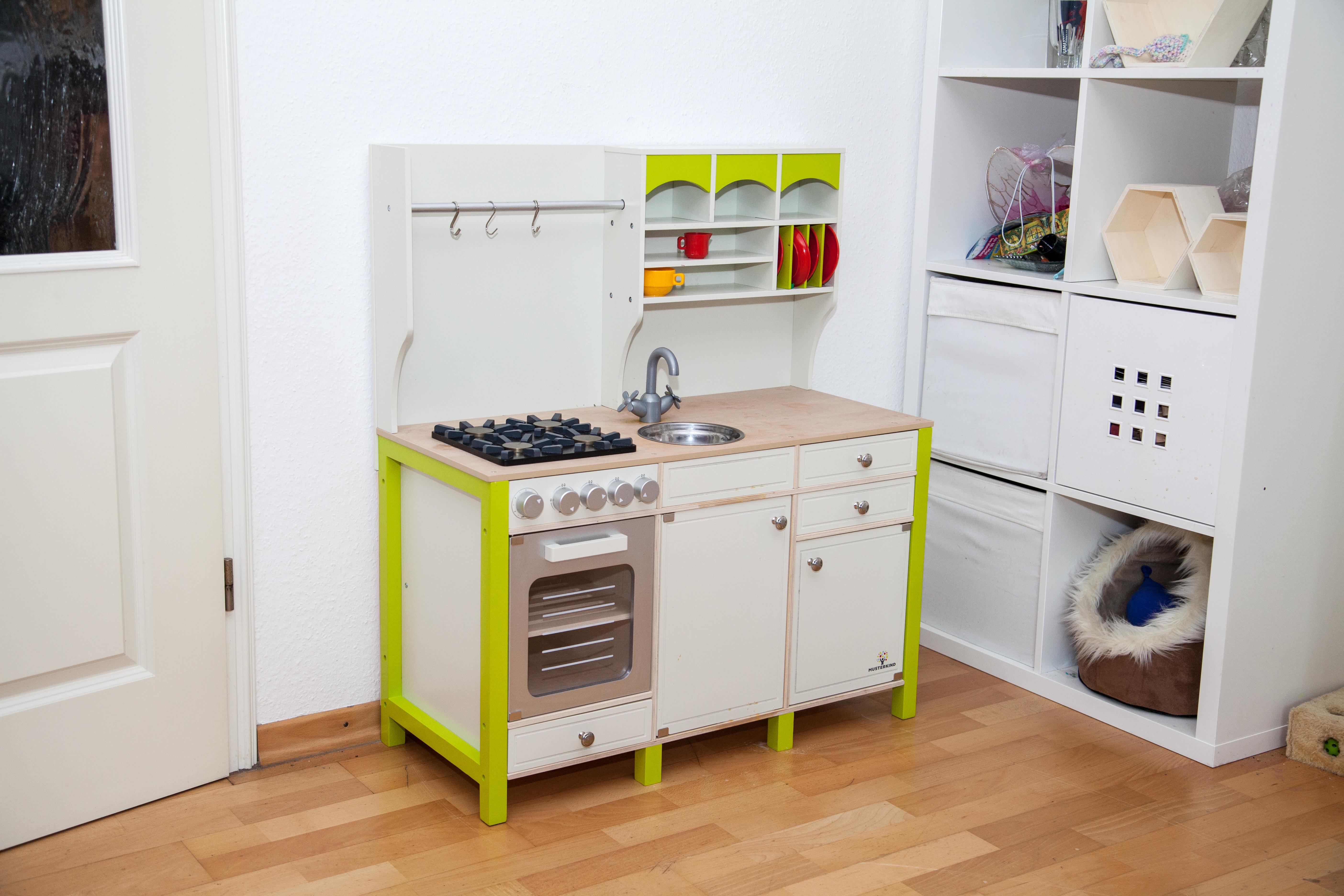Rubys neue Holz-Spielküche von MUSTERKIND® - Müttermagazin