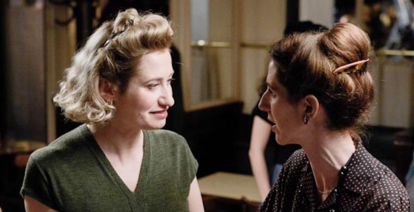 "Emmanuelle Devos kao Violette Leduc i Sandrine Kiberlain kao Simone de Beauvoir u filmu ""Violette"", 2013."