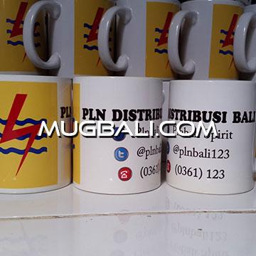 Contoh cetak mug pesanan PLN Distribusi Bali