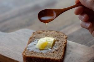 希少な国産スペルト小麦のパン「もと」の通販もと 国産 スペルト小麦 古代小麦 オーガニック 全粒粉 石臼 石窯 天然酵母 通販 スペルト小麦パン