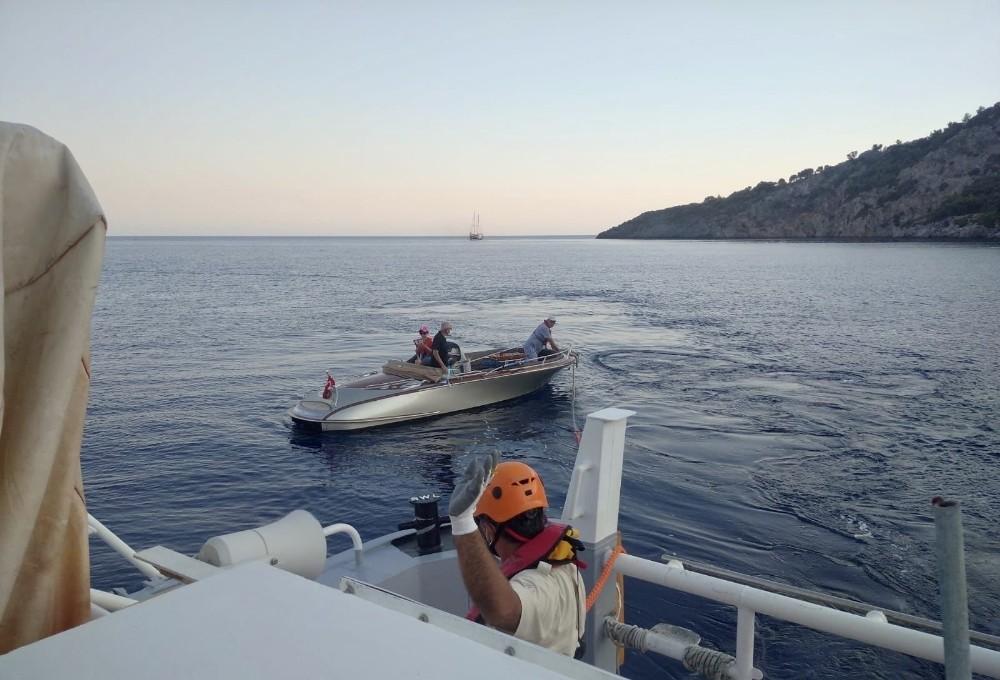 Sürüklenen tekneyi Kıyı Emniyeti kurtardı