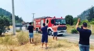 Marmaris'te iki mahallede söndürme çalışmaları tamamlandı, itfaiye ekipleri alkışlarla uğurlandı