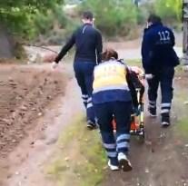 112 ekipleri hastayı 500 metre taşıyıp ambulansa ulaştırdı